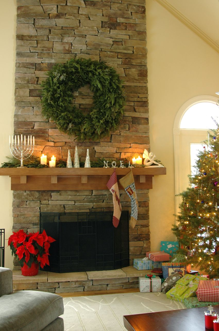 Christmas mantle 1