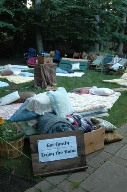 Outdoor Movie Night - Juicy Bits Blog