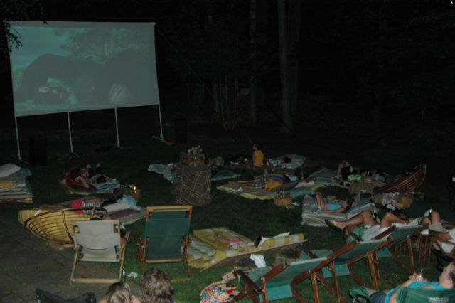 Outdoor Movie Night - Juicy Bits Blog