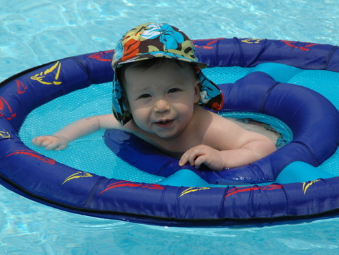 Theo_in_pool_obx
