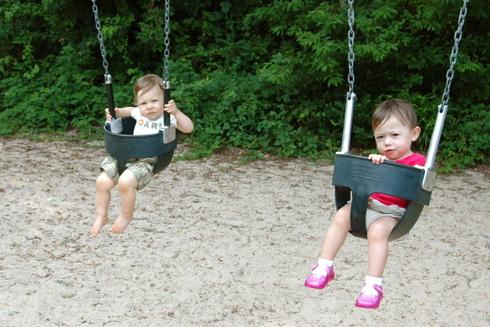 Theo_aviv_on_swings