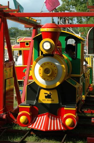 Train_at_fair